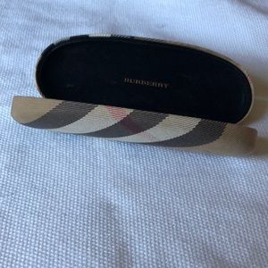 Burberry case small size